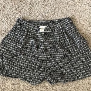 H&M black and white shorts